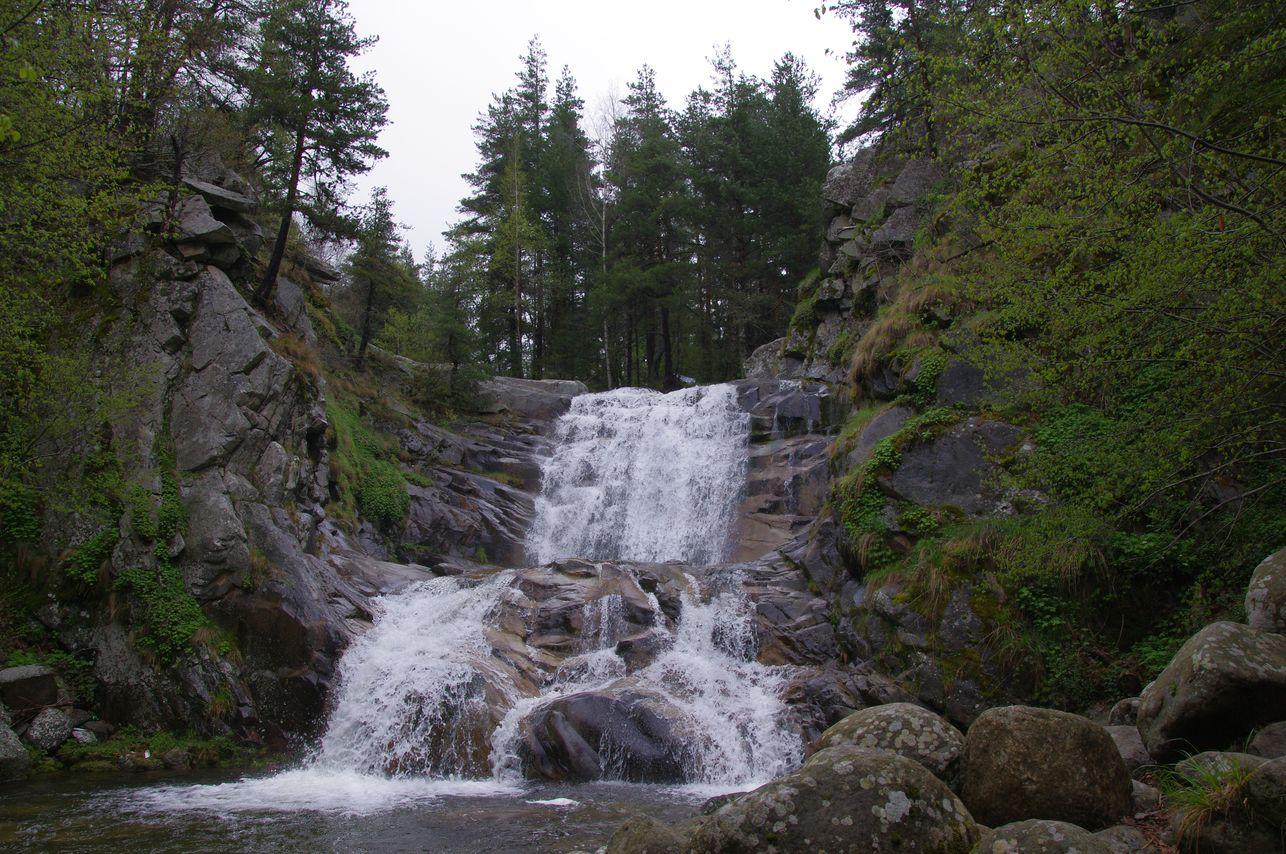 Popina laka waterfall